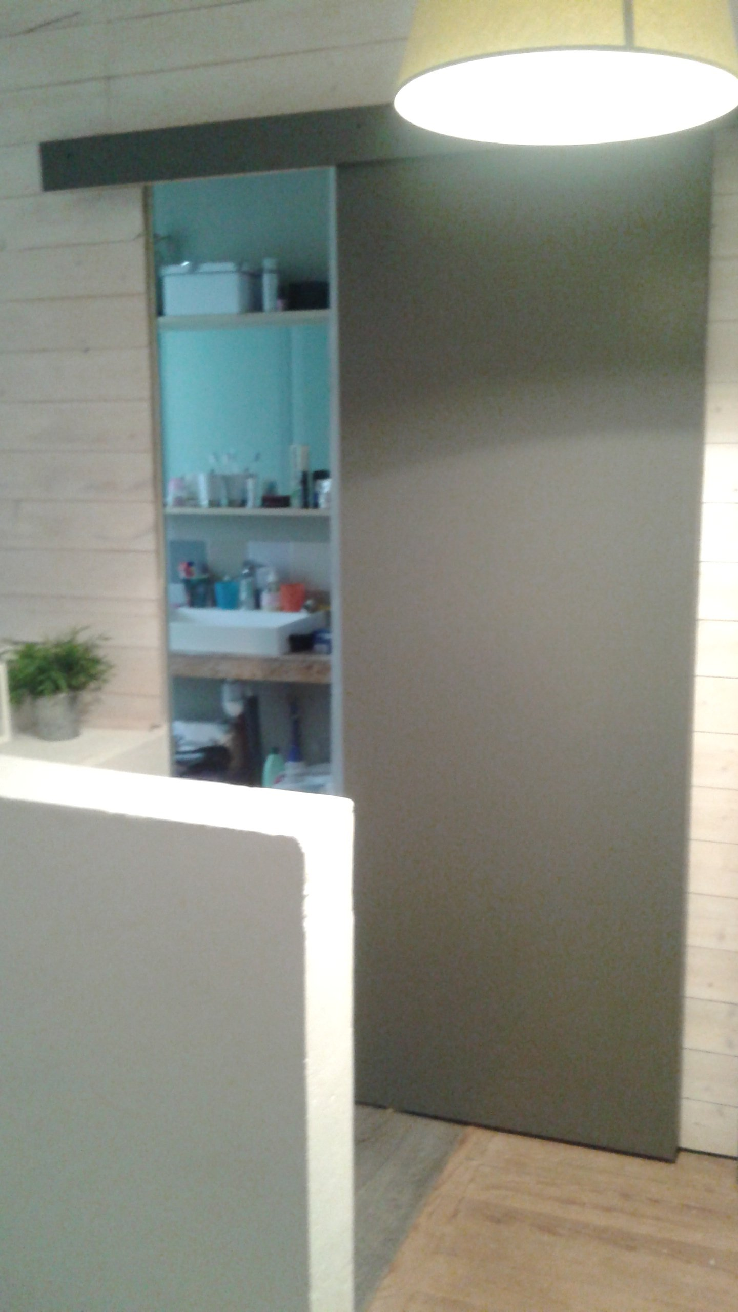 Les jedric bricolent la salle de bain - Porte coulissante dans le mur ...